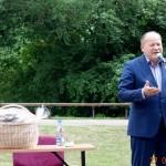 Sveikinimo žodį taria rajono meras V.Makūns