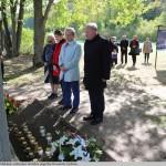 30 Kauno rajono meras Valerijus Makūnas (dešinėje) išreiškia pagarbą žuvusiems žydams.